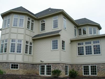 cedar-siding-cultured-stone-foundation